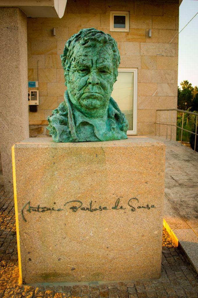 Busto a António Sousa