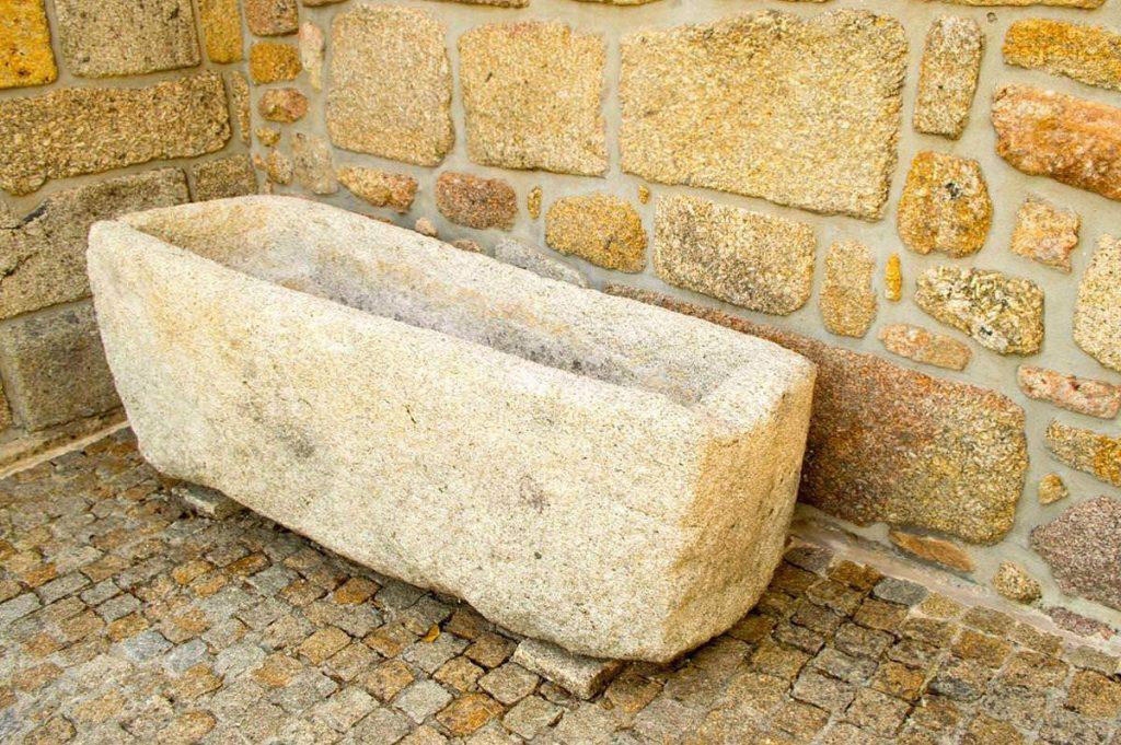 alvito-s-pedro-barcelos-igreja-ginzo-tumulo-1200x798